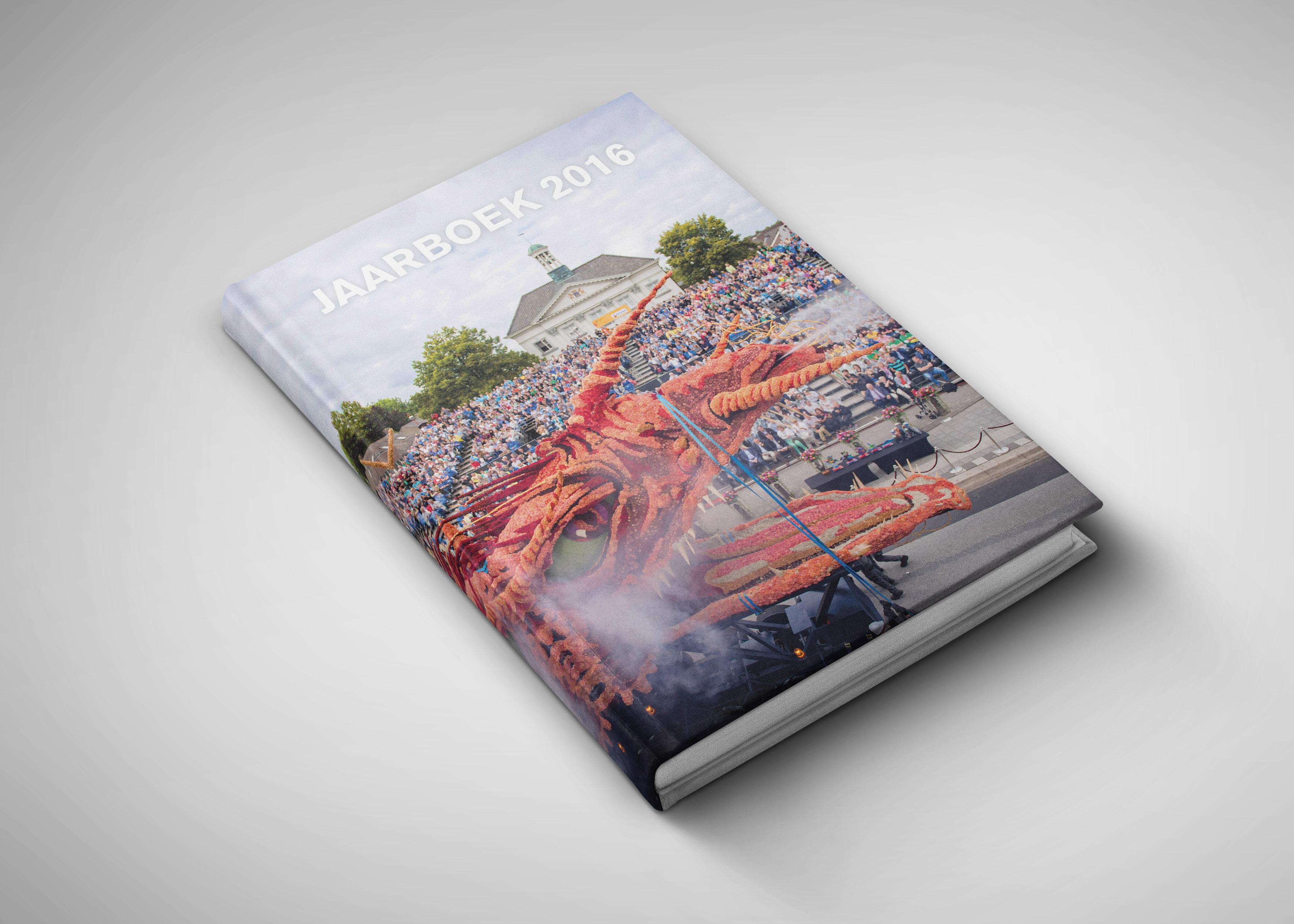 jaarboek_2016_mockup_cover_1_klein